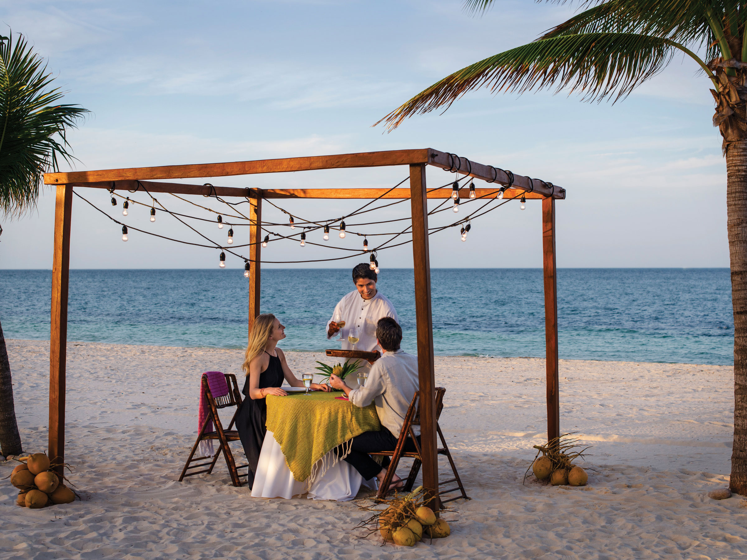 Best All Inclusive Honeymoon Resorts with Romantic Dinner on the Beach